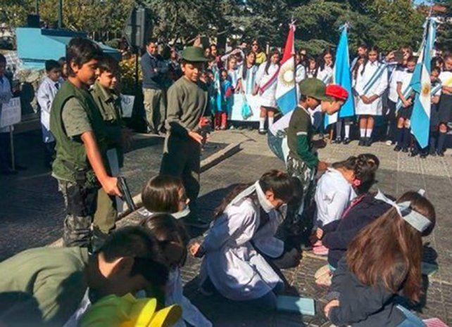 El video del acto escolar en La Cumbre se volvió viral en las redes.