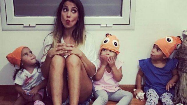 Cinthia Fernández y sus hijas.