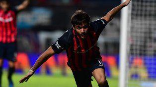 Cerutti celebra el primer gol de San Lorenzo en el 3-0 sobre Quilmes.