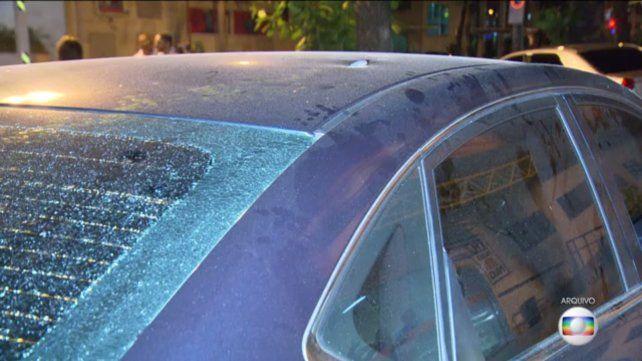 El auto baleado. Natalia fue herida en la espalda; la bala le interesó varios órganos.