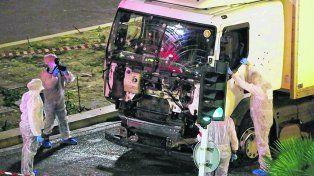 Difícil predecir. El camión utilizado en Niza para atropellar a una multitud, con un saldo de 86 muertos.