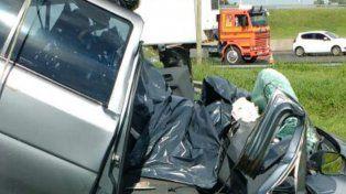 Uno de los vehículos siniestrados en la autopista a Córdoba.