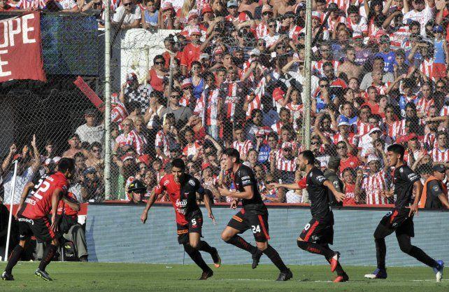 Desde el vestuario. El gol de Facundo Pereyra fue a los 43 segundos de partido.