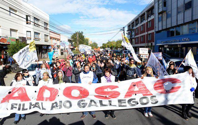 Docentes de Santa Cruz iniciarán mañana un paro de 120 horas en reclamo de aumento salarial