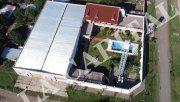 Amurallada. Casa en la calle 1633, cerca del estadio mundialista de hockey. Está a nombre de Luis Paz.