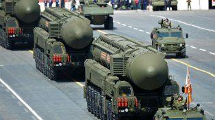 exhibición de poder. Flamantes misiles nucleares intercontinentales RS 24 desfilan por Moscú. Putin ha renovado el arsenal atómico ruso.