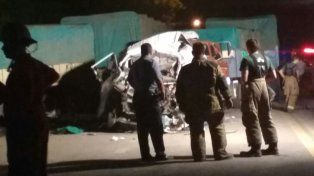 Dos chicos murieron al chocar una traffic con un camión en la Ruta 91