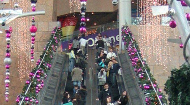 Una escalera mecánica en reversa dejó 18 heridos en un shopping