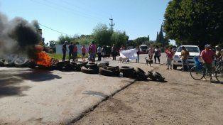 Vecinos de Villa La Ribera cortan la ruta 91 para reclamar medidas de seguridad en la región.