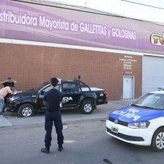 Un asalto comando a la empresa distribuidora de golosinas Tyna, en la zona oeste de la ciudad.