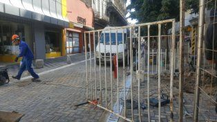 Los trabajos en calle Sarmiento provocaron una pérdida de gas. Giuliano reclamó un mapa de redes subterráneas.