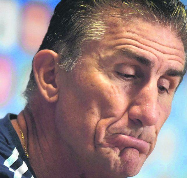 Preocupado. Bauza está siendo blanco de muchas críticas tras el triunfo ante Chile.