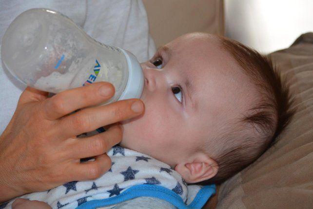 En el restaurante pusieron reglas muy estrictas y claras respecto a dar mamaderas con leche de vaca a los bebés.