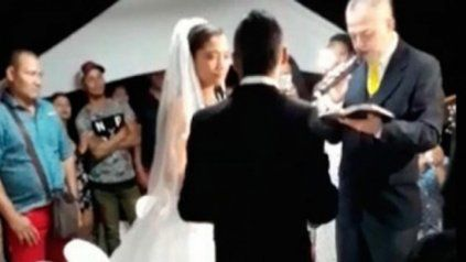 Una boda con sorpresa. Iban a dar el sí y el techo se les cayó encima