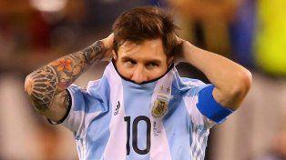 Messi está desconsolado por la dura decisión de la Fifa.