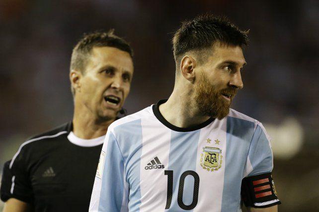 Menotti defendió a Messi y dijo que en el fútbol las cosas son así