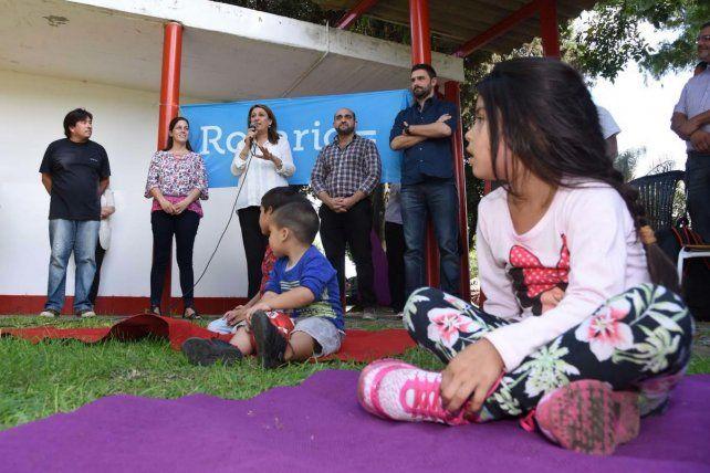 La intendenta Fein le dio el inicio talleres para niños en los Centros de Convivencia Barrial.