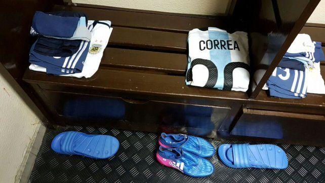 La ropa de Correa en la previa del partido de Argentina frente a Bolivia en La Paz.