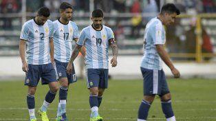 Argentina volvió a desilusionar: jugó mal, perdió y complicó su clasificación al Mundial