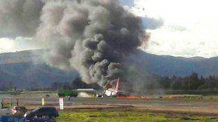 Una imagen captada por una pasajera del vuelo OB-2036 tras ser evacuada.