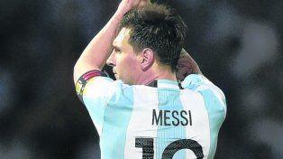 Siempre al 10. La selección necesita como el agua a Messi.