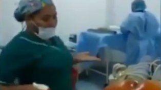Las enfermeras y médicos pusieron música y bailaron antes de una cirugía.