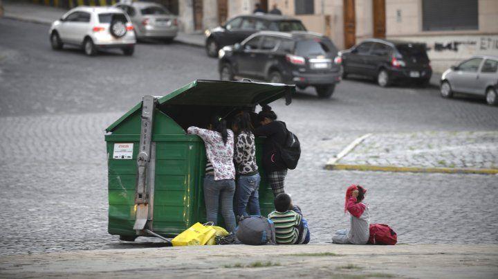 Para el Indec la pobreza es de 30,3 por ciento en el país y del 26,7 por ciento en Rosario