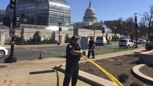 Una mujer fue detenida después de que intentara embestir a la policía en Washington