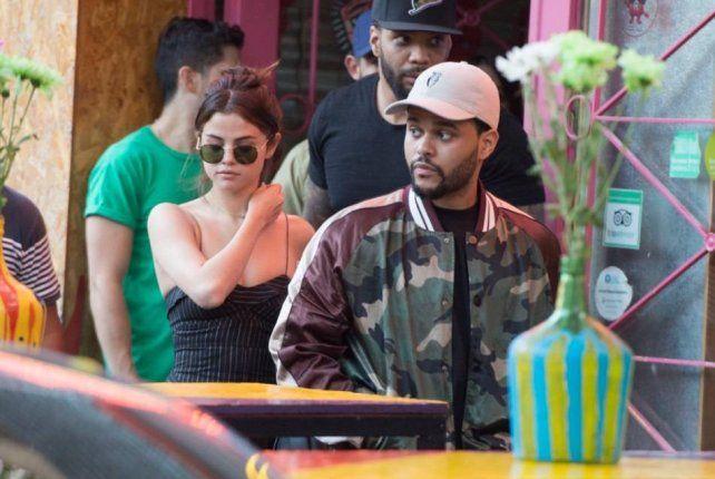 Selena Gómez y el cantante de The Weeknd pasearon por las calles de Palermo.