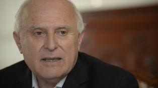 El gobernador de Santa Fe Miguel Lifschitz se recupera de la operación en el tobillo derecho.
