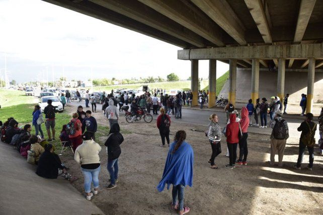 Los manifestantes permanecían esta mañana en el cruce de la ruta 11 y el intercambiador.