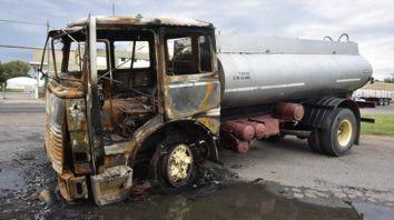 incinerado. Después de la alocada carrera, el camión se incendió; investigan si fue intencionalmente. Su chofer intentó huir corriendo, y fue detenido.