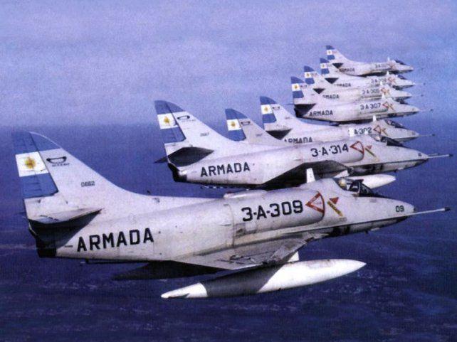 aviones de la armada. Los únicos que tenían armamento para el combate eran los de la Armada. Los pilotos navales era muy buenos