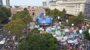 plaza copada. Las centrales obreras no peronistas concentraron una multitud con la Casa Rosada de fondo.