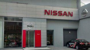 Una camioneta Frontier fue robada de la concesionaria de Nissan ubicada en Paraguay al 200.