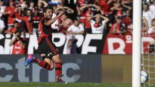 Nacho infalible. Scocco convirtió los tres goles en el último triunfo 3 a 0 en el Coloso ante Vélez.