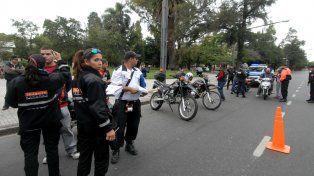 Acciones. Inspectores municipales y gendarmes haciendo controles.