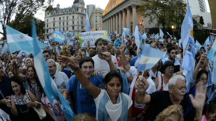 Mensajes. No vuelven más y Yo apoyo a Mauricio Macri