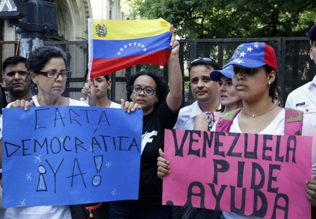 Enojo. Residentes venezolanos en Argentina protestan contra Maduro frente al Palacio San Martín de la Cancillería.