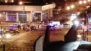 La esquina del impacto entre un patrullero y un auto particular que dejó a una mujer herida.