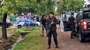 El operativo policial de ayer a la mañana en el bario Toba de Rouillón al 4400 dejó mucha tela para cortar.