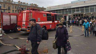 Diez muertos y 30 heridos al explotar una bomba en el subte en San Petersburgo