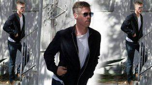 La imagen de Brad Pitt llamó la atención de portales en su salida a Los Ángeles.