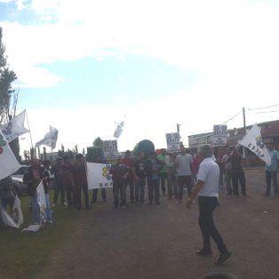 Los trabajadores se manifestaron el las imnediaciones de la fábrica, ubicada el el kilómetro 47,5 de la A012.