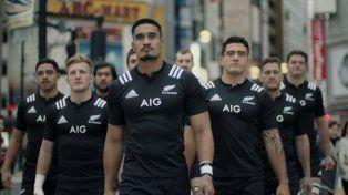 Los All Blacks tacklean a la gente en las calles de Japón