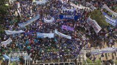 La movilización en la capital provincial contó con la participación de 15 mil docentes.