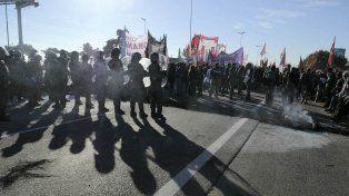 Gendarmería activó el protocolo antipiquete y utilizó gas pimienta para liberar Panamericana
