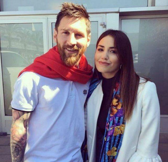Sonrisas y fotos en el encuentro de Lali Espósito y Lionel Messi en Barcelona