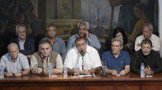 Héctor Daer (centro), junto a Juan Carlos Schmid y Carlos Acuña, en la conferencia de prensa de la CGT.