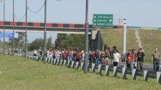 Una de las manifestaciones estuvo apostada en la autopista a Buenos Aires y Circunvalación.